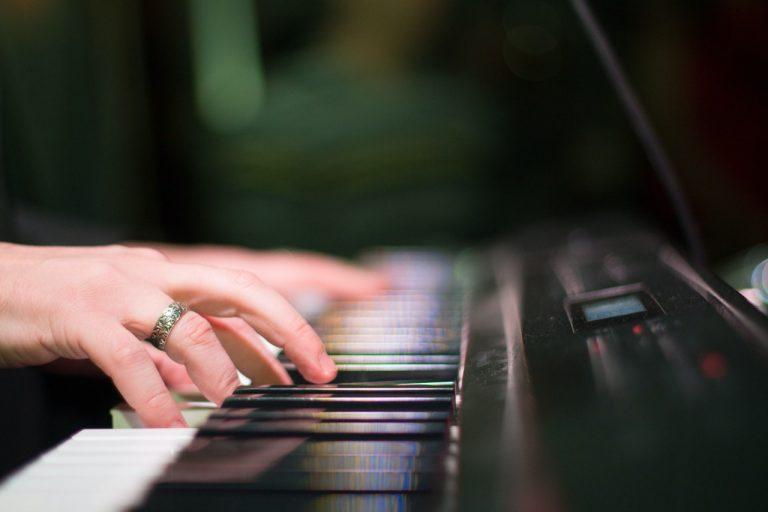 פסנתר חשמלי